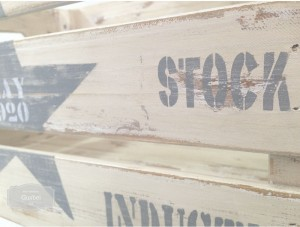 gusbel-manualidades-caja-industrial-pintura-tiza-detalle-1