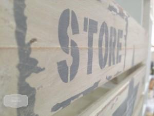 gusbel-manualidades-caja-industrial-pintura-tiza-detalle-2