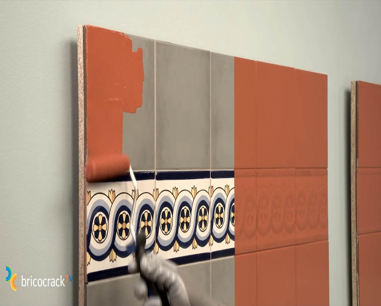 C mo renovar una pared azulejos con esmalte sint tico - Hay pintura para azulejos ...