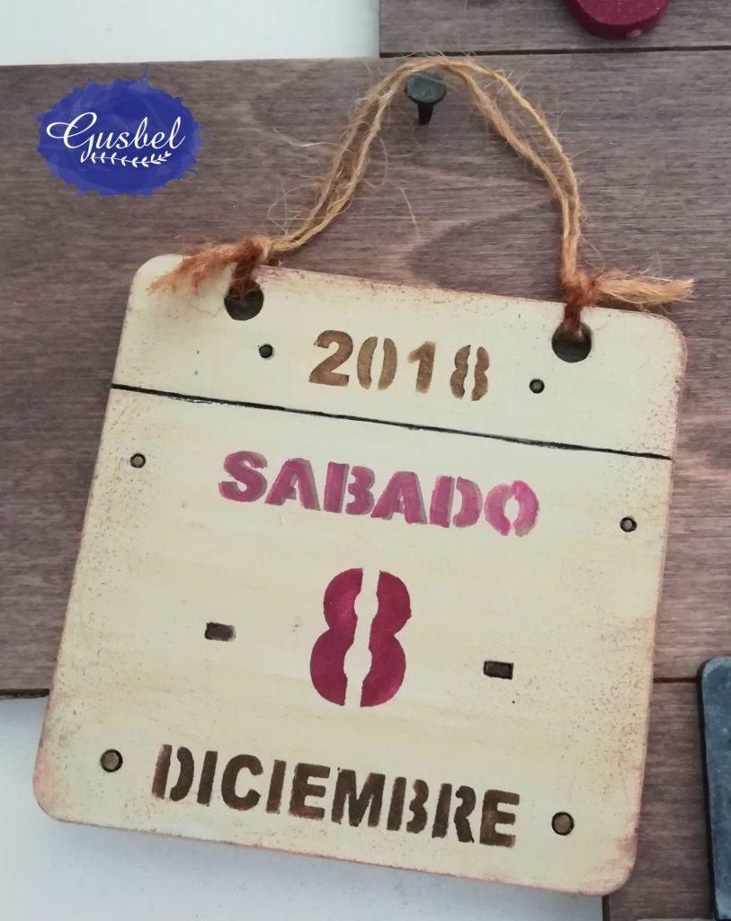 Detalle portafotos para Valeria con fecha de nacimiento estarcido con plantilla de fechas