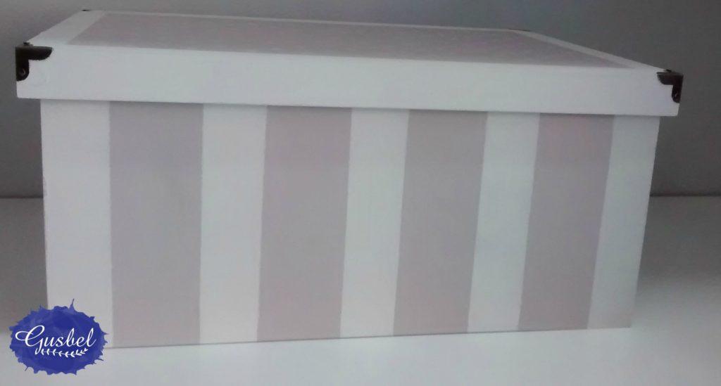 Caja de madera decorada con pintura acrílica